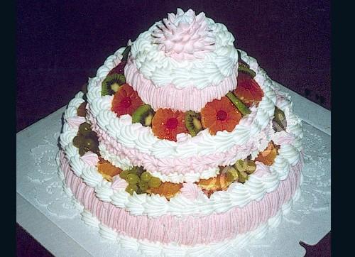Трехярусный торт
