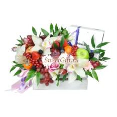 Композиция из фруктов и цветов Mon Bon