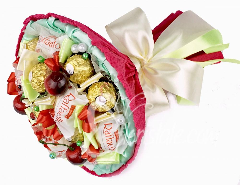 Бордовый букет из конфет с вишенками Микс 17