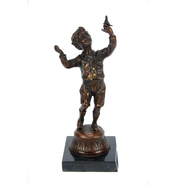 Бронзовая статуэтка Мальчик с голубем