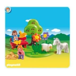 Дети с животными в саду