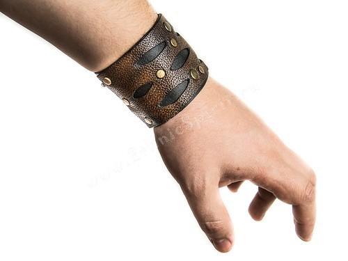 Кожаный браслет из бурой и чёрной кожи с клепками