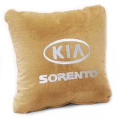 Бежевая с белой вышивкой подушка Kia sorento