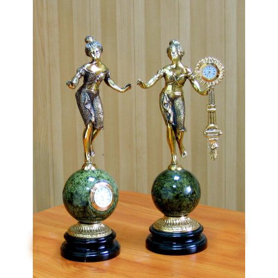 Часы «Танцовщица на шаре»