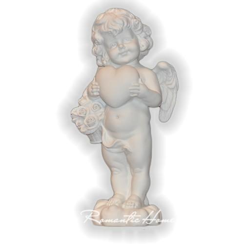 Ангел с сердцем в руках