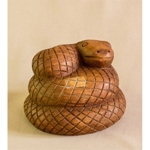 Скульптура из дерева Змея-клубок