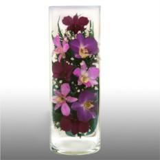 Цветы в стекле: композиция из натуральных орхидей.