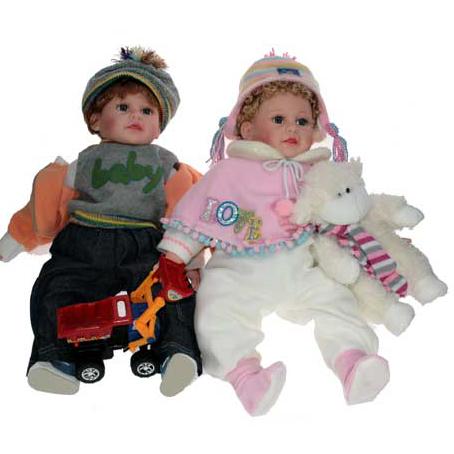 Кукла «Малыш с игрушкой»