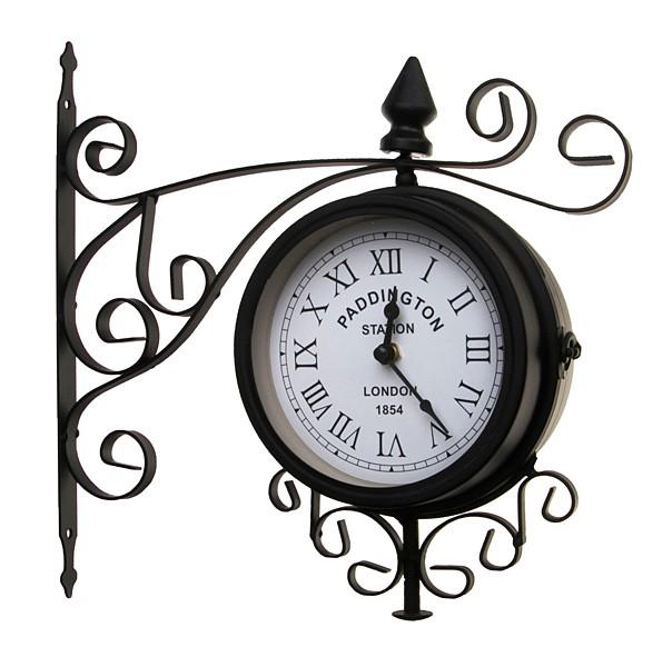 Настенные часы на кронштейне