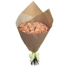 Букет 25 роз чайного цвета в крафт бумаге