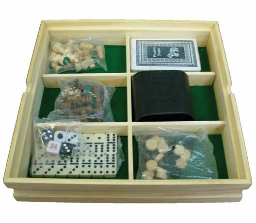 Набор игр шахматы, шашки, домино, карты, кости.
