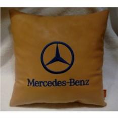 Бежевая подушка из искусственной кожи Mercedes
