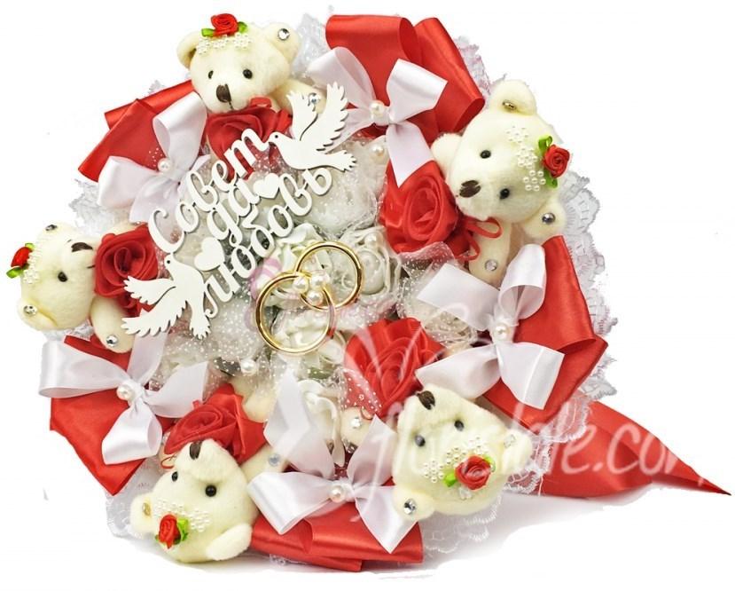 Свадебный красный букет с 5-ю мишками и кольцами