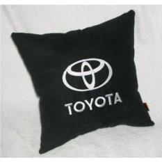 Черная с белой вышивкой логотипа подушка Toyota