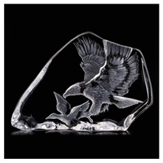 Скульптура Орел на охоте