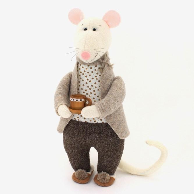 таунхаусе крыса игрушка картинка доводится