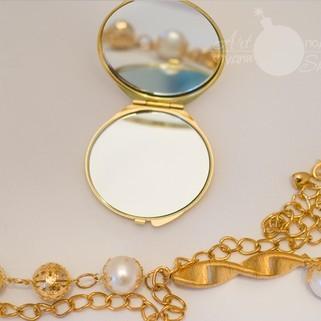 Карманное зеркальце под золото с гравировкой