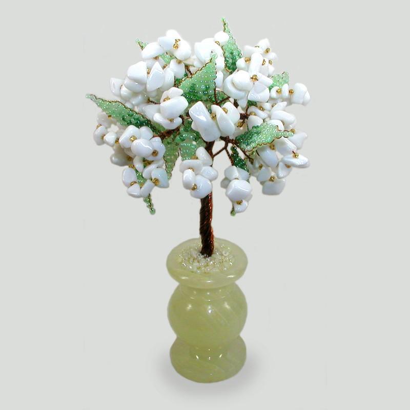 Дерево удачи из кахолонга (молочного опала) в вазочке из оникса