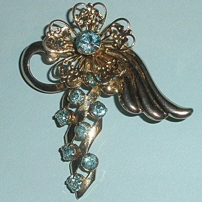 Винтажная брошь «Цветок ангела»