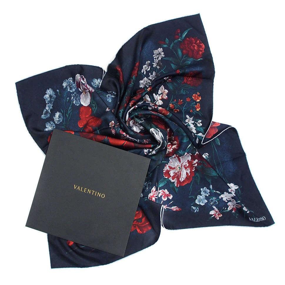 Стильный синий платок с цветочками Valentino