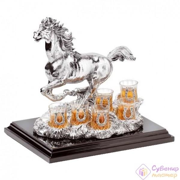 Беговая лошадь и 6 рюмок