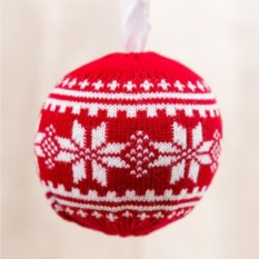 Вязаный новогодний шар Снежок (красный)