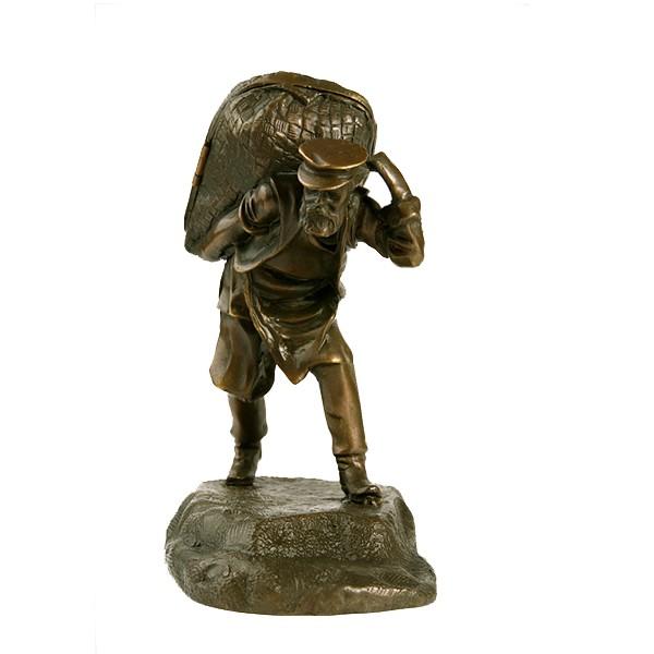 Бронзовая статуэтка Мужик с коробом