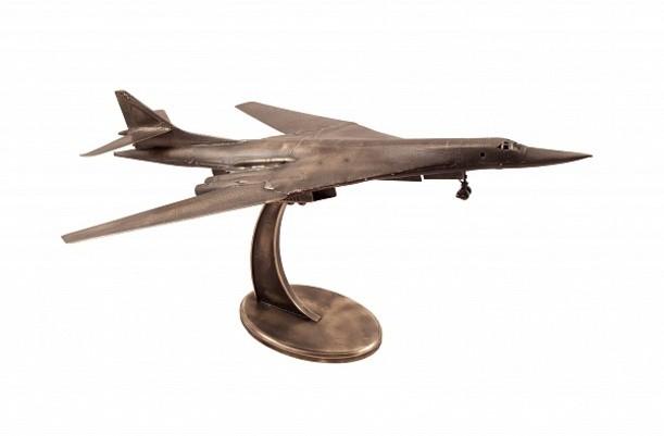 Модель стратегического бомбардировщика ТУ-160