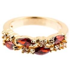 Позолоченное кольцо с гранатом и фианитом Дорожка