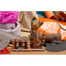 Деревянный настольный календарь с кубиками Котя