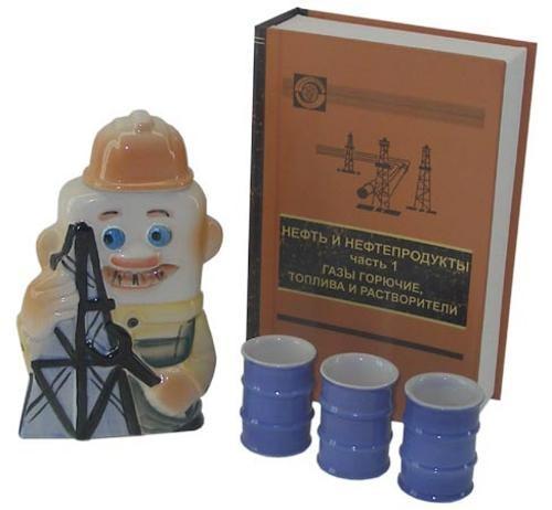 Штоф Нефтяник и 3 стопки в футляре в виде книги