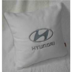 Белая с серебристой вышивкой подушка Hyundai