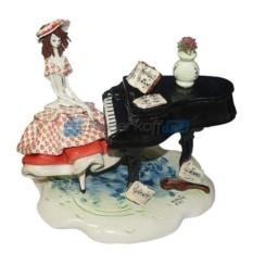 Фарфоровая статуэтка Дама в красном за роялем (Zampiva)
