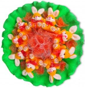 Букет из игрушечных зайчат