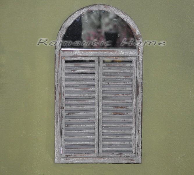 Настенное зеркало-ставни в деревянной раме