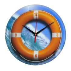 Настенные часы со спасательным кругом на море