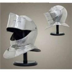 Закрытый железный рыцарский шлем