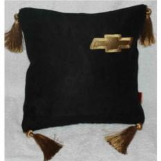 Черная подушка Chevrolet с золотыми кистями