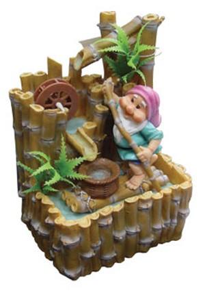 Фонтан с помпой Гномик на бамбуковом плоту