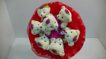 Букет из игрушек Мишки бархатные красные