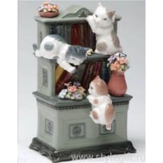 Музыкальная фигурка Три котенка на книжной полке