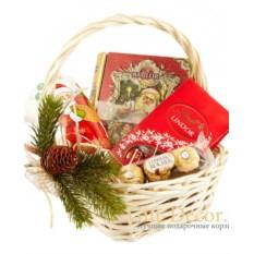 Подарочная корзина со сладостями К чаю