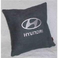 Темно-серая подушка с серебряной вышивкой Hyundai