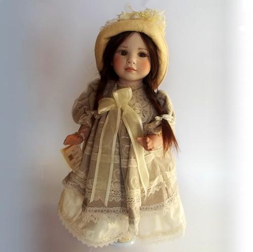 Итальянская фарфоровая кукла Эстер Montedragone 40 см