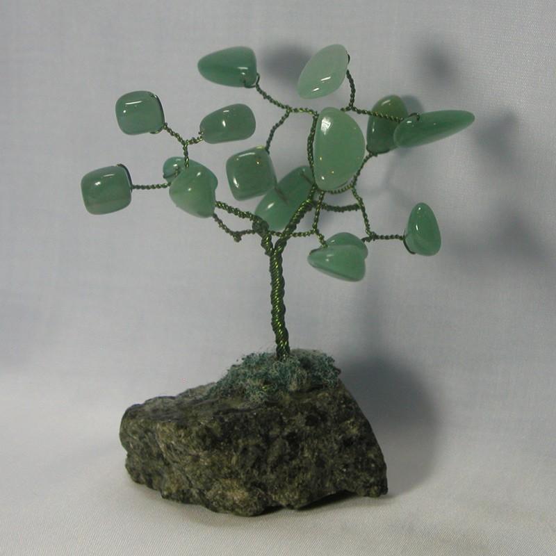 Дерево счастья из нефрита на змеевике