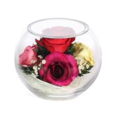 Композиция из красных, розовых и кремовых роз