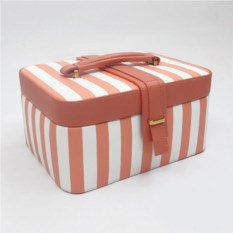 Бело-розовая шкатулка, размер 23,5х18,1х11,8см