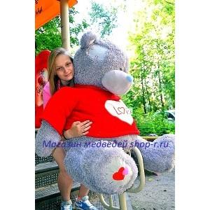 Большой мишка Тедди в красном свитере
