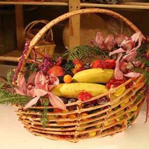 Корзина с фруктами и цветами «Южная ночь»