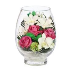 Композиция цветов в стекле из роз и белых орхидей